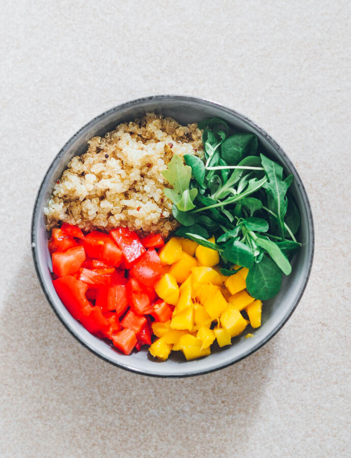 Ensalada de quinoa saludable con 4 ingredientes